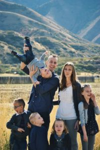 Maintainingmotherhood family picture