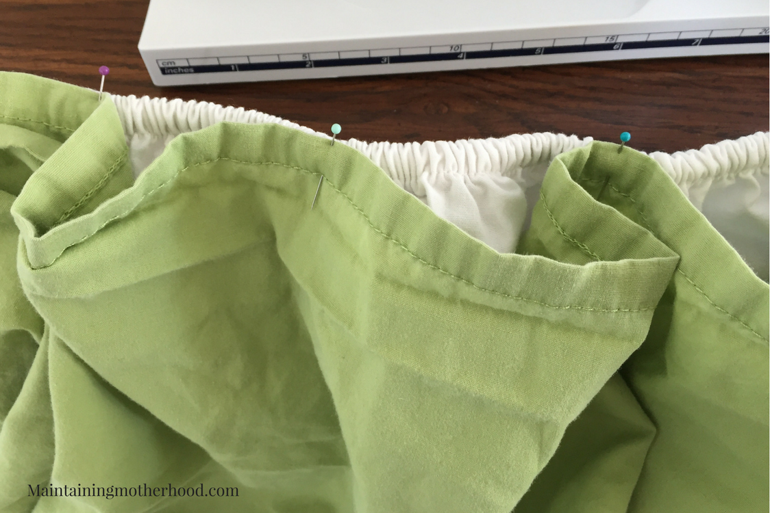 Do you dread changing sheets on the kids' beds? Try this easy bed making hack which will simplify your laundry day and bed making routine!